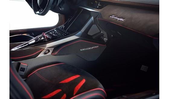 Đây là chiếc Lamborghini Centenario đầu tiên trên thế giới được rao bán - Ảnh 11.