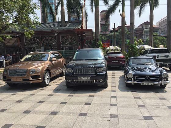 Hàng hiếm Mercedes-Benz 190SL của đại gia Ninh Bình tái xuất trên phố - Ảnh 3.