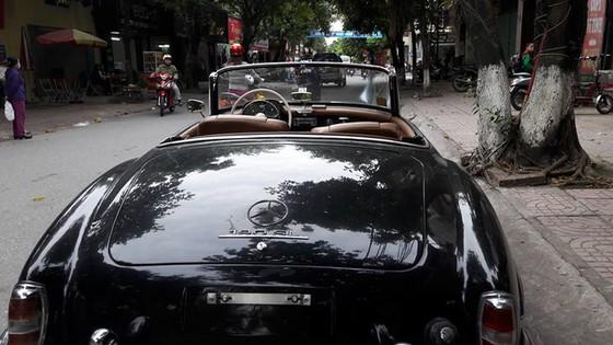 Hàng hiếm Mercedes-Benz 190SL của đại gia Ninh Bình tái xuất trên phố - Ảnh 6.