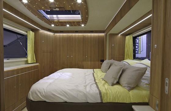 Performance S: Ô tô kiêm khách sạn 5 sao, có cả gara chứa siêu xe, trị giá 1,7 triệu USD - Ảnh 7.