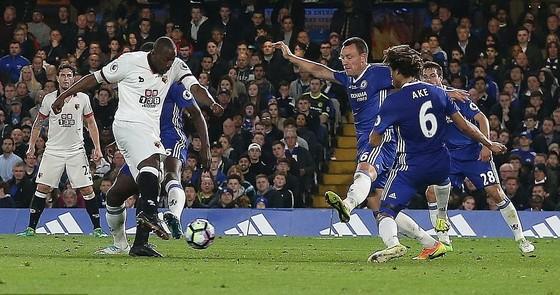 Chelsea hạ Watford 4 - 3: Conte san bằng kỷ lục với Mourinho ảnh 2