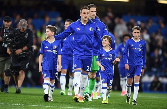 Chelsea hạ Watford 4 - 3: Conte san bằng kỷ lục với Mourinho ảnh 1