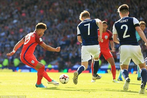 Harry Kane giúp Anh thoát hiểm trước Scotland ảnh 1