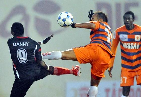 Bạo lực trên sân cỏ V-League ảnh 5