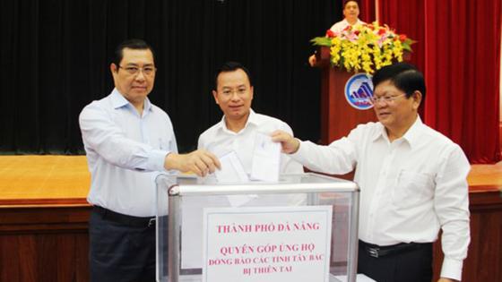 Thủ tướng Lào thăm hỏi và chia sẻ với người dân Việt Nam bị lũ lụt ảnh 1