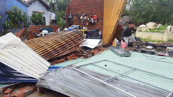 Quy Nhơn, Nha Trang tan hoang sau bão số 12 ảnh 3
