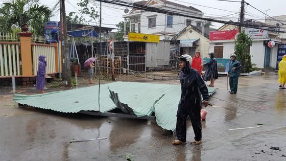 Quy Nhơn, Nha Trang tan hoang sau bão số 12 ảnh 2