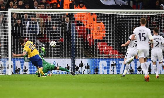 Ngược dòng ngoạn mục, Juventus tiến vào tứ kết Champions League ảnh 2