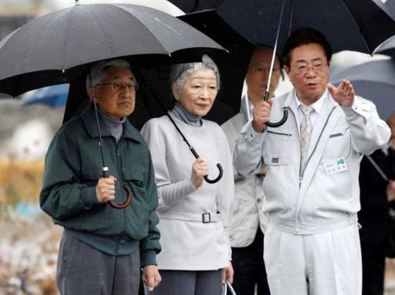 Nhật Bản thông qua dự luật Nhà vua thoái vị lần đầu tiên trong 200 năm ảnh 1