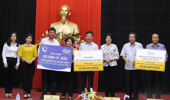 Hơn 110 ngàn ly sữa cứu trợ cho trẻ em vùng lũ Hà Tĩnh và Quảng Bình ảnh 3