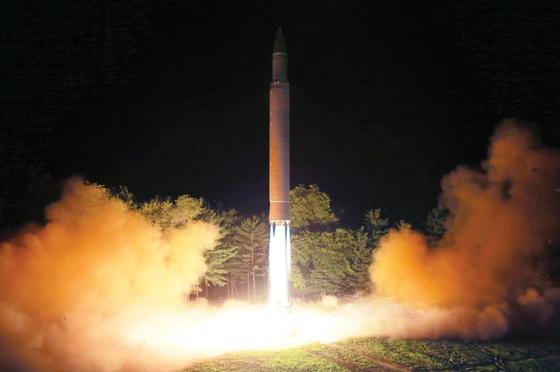 Triều Tiên công bố hình ảnh phóng thử ICBM ảnh 2