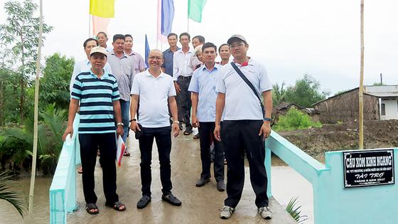 Tặng người dân Phú Tân (Cà Mau) 2 cầu nông thôn ảnh 1