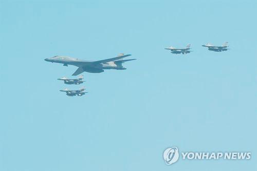 Máy bay ném bom Mỹ tập trận gần bán đảo Triều Tiên  ảnh 1