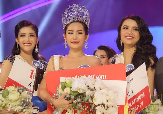 Người đẹp Lê Âu Ngân Anh đoạt vương miện Hoa hậu Đại Dương Việt Nam 2017 ảnh 1