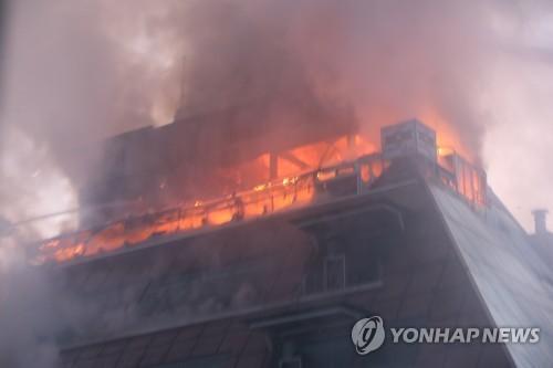 Số người chết trong vụ hỏa hoạn ở Hàn Quốc tăng lên 29 người ảnh 1