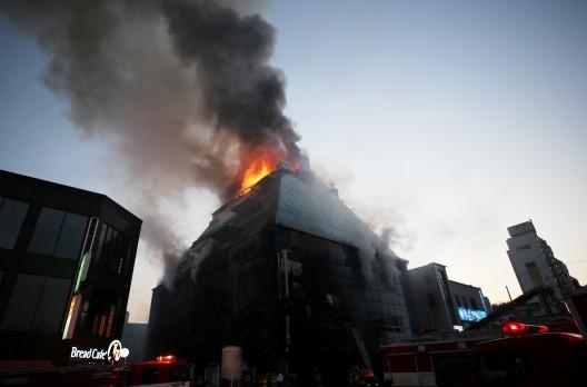 Số người chết trong vụ hỏa hoạn ở Hàn Quốc tăng lên 29 người ảnh 4