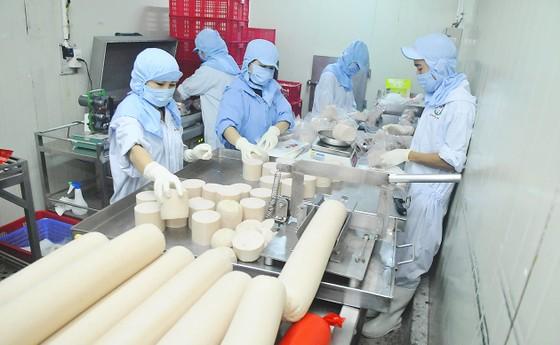 Doanh nghiệp chế biến thực phẩm nội: Đứng vững trong khó khăn ảnh 1