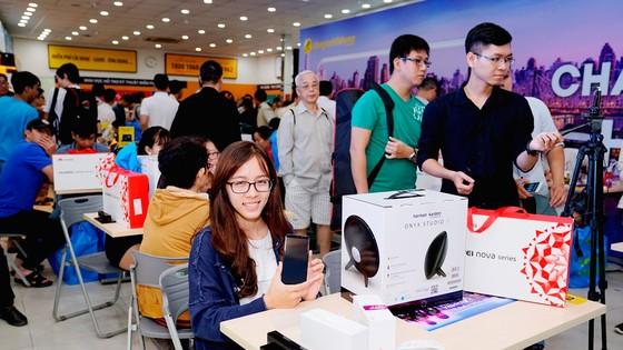 Thị trường di động Việt: Huawei Nova 2i khơi mào cuộc đua mới ảnh 2