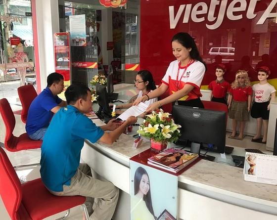 Vietjet: Rực rỡ cờ sao mừng ngày đất nước thống nhất ảnh 9