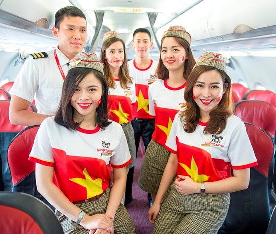 Vietjet: Rực rỡ cờ sao mừng ngày đất nước thống nhất ảnh 4