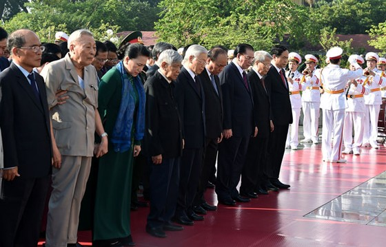 Lãnh đạo Đảng, Nhà nước dâng hương tưởng niệm các anh hùng liệt sĩ ảnh 2