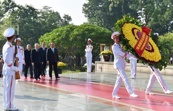 Lãnh đạo Đảng, Nhà nước dâng hương tưởng niệm các anh hùng liệt sĩ ảnh 1