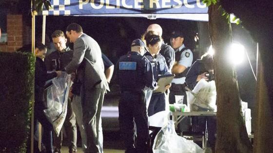 Australia bắt nhóm chế bom tấn công khủng bố máy bay ảnh 2