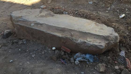 Quảng Ngãi: Phát hiện cổ vật trong lúc thi công đường ảnh 1