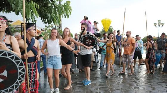 Văn hóa lễ hội hòa cùng nhịp sống đô thị ảnh 1