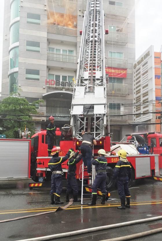 Quận 1: Diễn tập xử lý cháy nổ, tìm kiếm cứu nạn ảnh 1