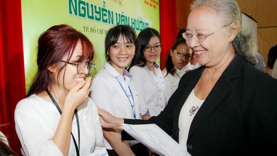 Trao học bổng Nguyễn Văn Hưởng năm 2017 cho 135 SV ngành y  ảnh 1