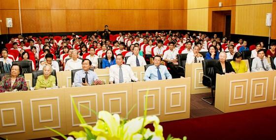 Trao học bổng Nguyễn Văn Hưởng năm 2017 cho 135 SV ngành y  ảnh 4