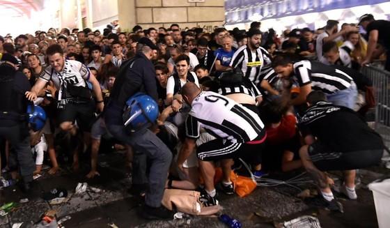 Hàng trăm cổ động viên Juventus bị thương khi xem Chung kết Champions League ảnh 2