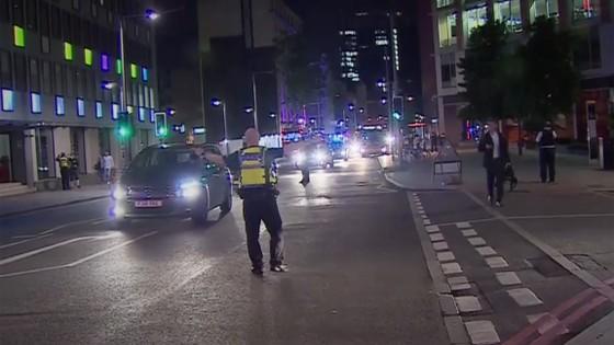 Xe tải lao vào người đi bộ tại London, 20 người bị thương ảnh 2