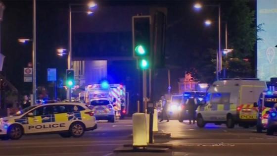 Xe tải lao vào người đi bộ tại London, 20 người bị thương ảnh 1