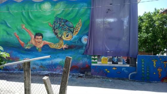 Gửi thông điệp bảo vệ rùa biển qua làng bích họa đảo Lý Sơn ảnh 3