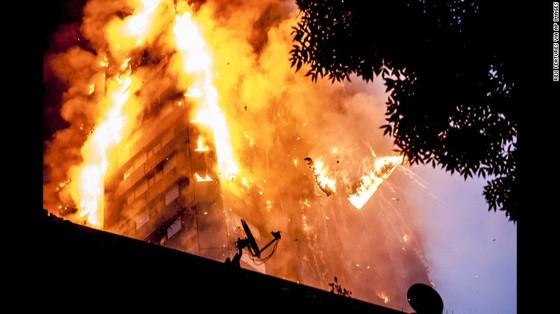 Cháy chung cư tại Anh: Cần nhiều tháng để xác định danh tính nạn nhân  ảnh 4