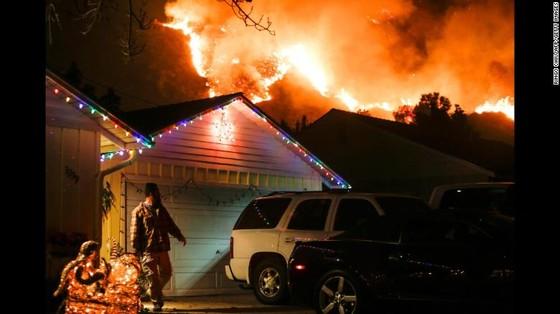Mỹ: Cháy rừng tại Nam California tiếp tục diễn biễn phức tạp  ảnh 9