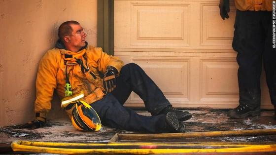 Mỹ: Cháy rừng tại Nam California tiếp tục diễn biễn phức tạp  ảnh 14