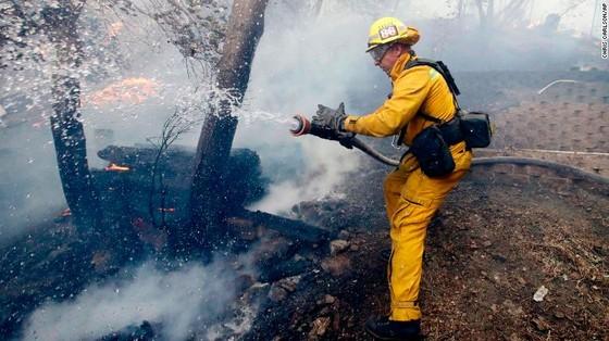 Mỹ: Cháy rừng tại Nam California tiếp tục diễn biễn phức tạp  ảnh 11