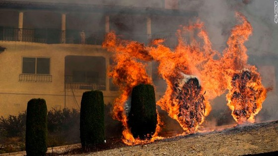 Mỹ: Cháy rừng tại Nam California tiếp tục diễn biễn phức tạp  ảnh 2