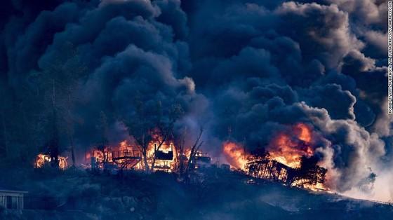 Mỹ: Cháy rừng tại Nam California tiếp tục diễn biễn phức tạp  ảnh 6