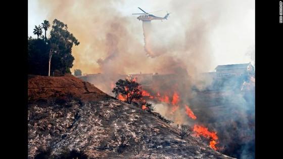 Mỹ: Cháy rừng tại Nam California tiếp tục diễn biễn phức tạp  ảnh 7