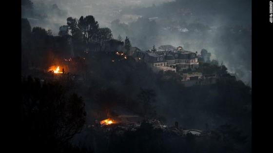 Mỹ: Cháy rừng tại Nam California tiếp tục diễn biễn phức tạp  ảnh 15