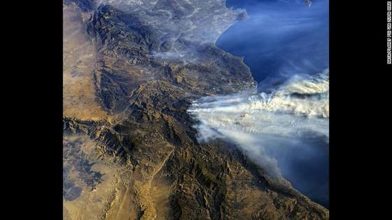 Mỹ: Cháy rừng tại Nam California tiếp tục diễn biễn phức tạp  ảnh 16