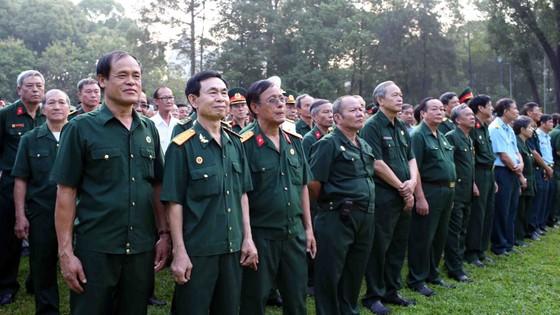 Đông đảo các tầng lớp nhân dân đưa tiễn nguyên Thủ tướng Phan Văn Khải ảnh 15