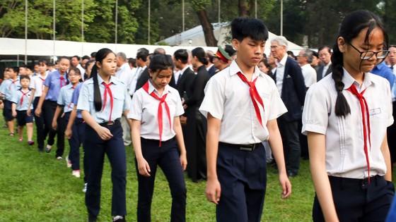 Đông đảo các tầng lớp nhân dân đưa tiễn nguyên Thủ tướng Phan Văn Khải ảnh 12