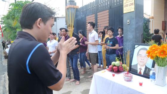 Đông đảo các tầng lớp nhân dân đưa tiễn nguyên Thủ tướng Phan Văn Khải ảnh 29
