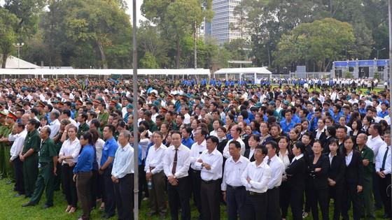 Đông đảo các tầng lớp nhân dân đưa tiễn nguyên Thủ tướng Phan Văn Khải ảnh 2