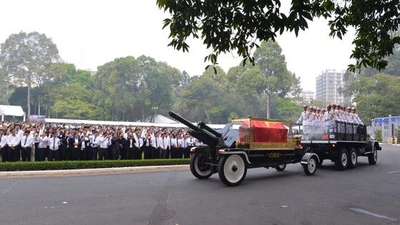 Đông đảo các tầng lớp nhân dân đưa tiễn nguyên Thủ tướng Phan Văn Khải ảnh 7
